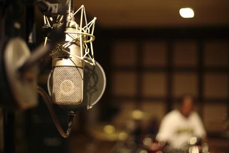 Mikrofon im Aufnahmeraum Standard-Bild