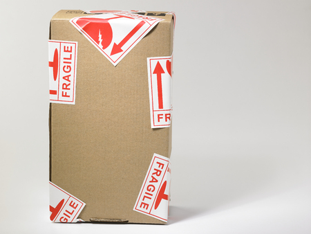 pakket met de breekbare sticker