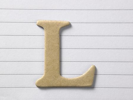 Cerca del alfabeto l en el libro de una sola línea Foto de archivo
