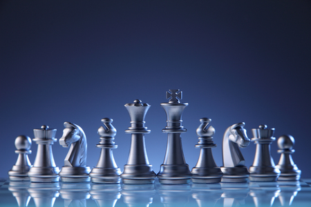 schaakstukken op het schaakbord Stockfoto