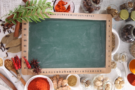 Blank blackboard with spices in the background. Stockfoto