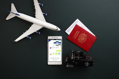Kual Lumpur, Malasia, 19 de junio de 2016, aplicaciones móviles de la aerolínea de Malasia con avión de juguete