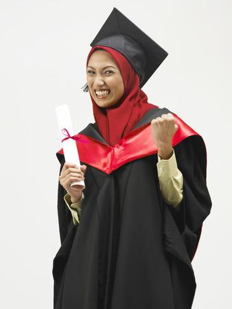 glücklicher junger Absolvent