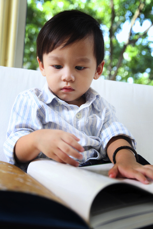 boy reading story book 版權商用圖片