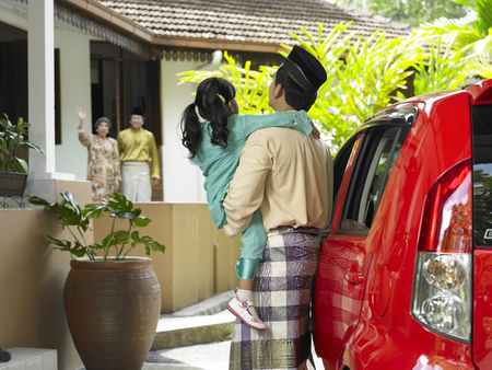 man  brought child visit farther during raya festive