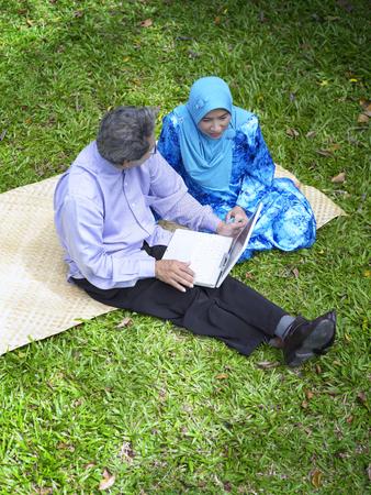 senior couple using laptop Banco de Imagens