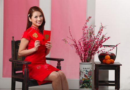 happy woman holdinng  ang pao or red envelope Banco de Imagens