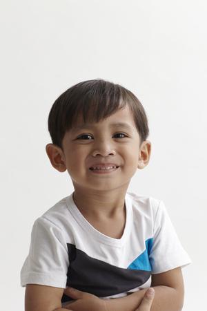Retrato de niño malayo de 3 a 6 años.