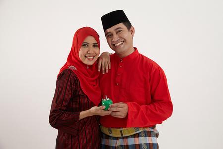 happy couple holding pelita together Stok Fotoğraf
