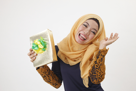 malay woman with tudung happy received a gift Reklamní fotografie