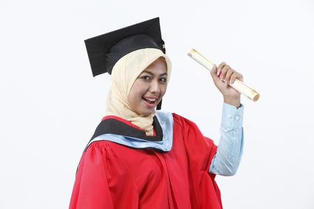 jeune diplômé titulaire d'un certificat