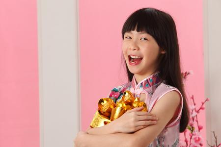 little girl holding bunch on ingot Imagens