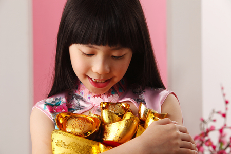 girl  holding holding and looking at ingot