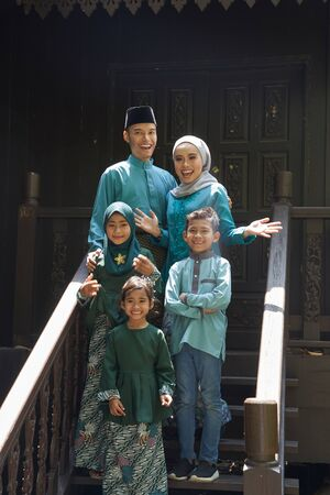 malay family standing at front yard wavingwith welcome gesture Stock fotó
