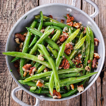 ejotes: Salad of green beans and walnut