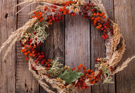 Decorative autumn wreath of berries and leaves. 写真素材