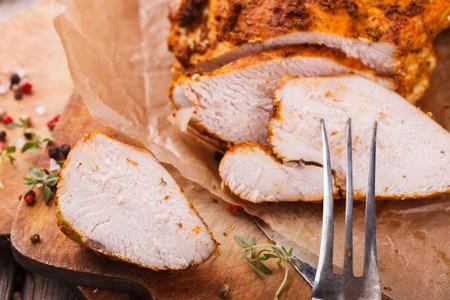 hot breast: Куриное пастрами с thyme.selective фокусом Фото со стока