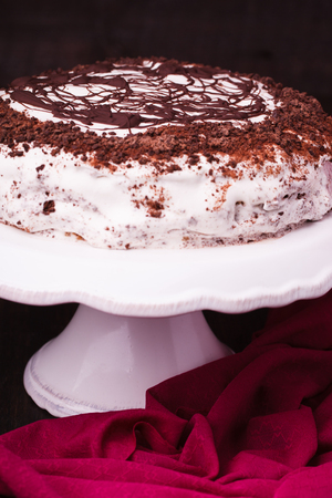 plato del buen comer: Cake with whipped cream and chocolate on a stand