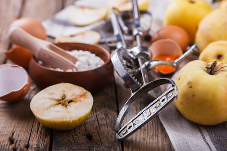 Baking Background. Ingredients for baking Apple Pie - apples, spices, flour, rolling pin, eggs, egg yolks, butter served. Banque d'images