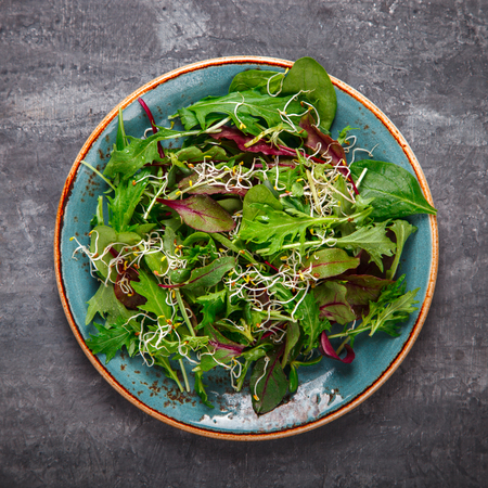 Fresh Green mix Salad with  Microgreen. Leaves Of Spinach, Arugula, Romaine, Lettuce. Concept of Healthy Food. Imagens