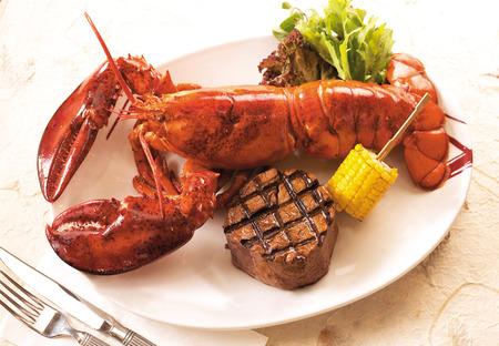 Lobster and steak Standard-Bild