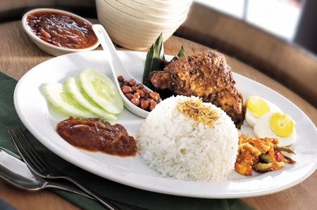 Cibo asiatico nasi lemak