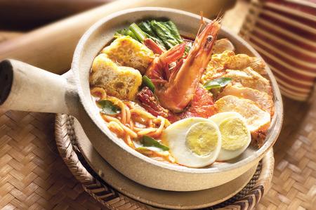 Claypot curry laksa