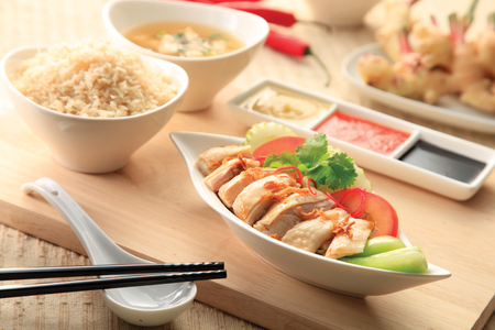 Hainanese chicken rice with sauce Standard-Bild