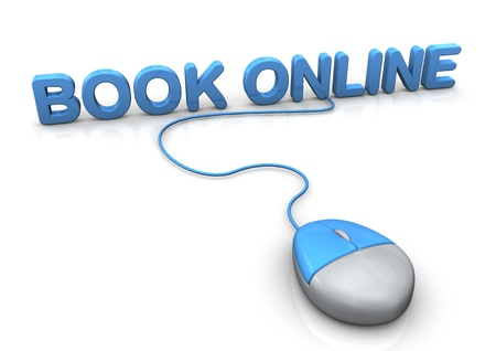 reservacion: PC-Mouse con el libro de texto azul en l�nea. Fondo blanco.