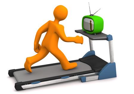 Oranje stripfiguur met TV op de loopband. Witte achtergrond. Stockfoto