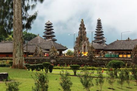 bratan: Cloudy rooftops and entrance of Pura Ulun Danu Bratan Temple near Lake in Bedugul in Bali