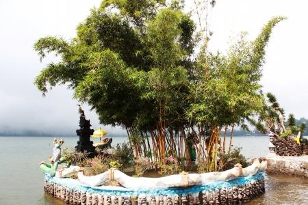 bratan: Scenery near Pura Ulun Danu Bratan Temple near Lake in Bedugul in Bali