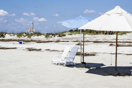 tybee island: Parasols and chairs in secluded beach area