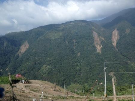 Green gorgeous hills @ Qingjing