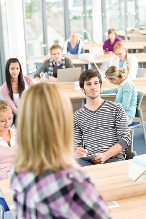 estudiantes de secundaria: Estudiantes de secundaria en el estudio de aula