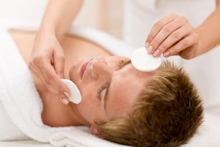 tratamiento facial: Cosm�ticos masculinos - tratamiento de cara al balneario de lujo de limpieza