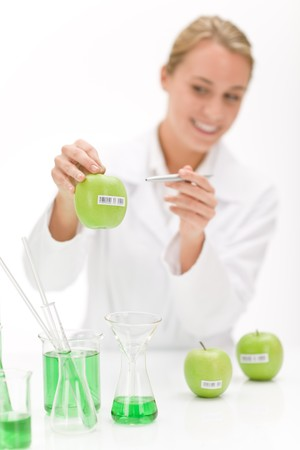 apple gmo: Genetic engineering - scientist in laboratory, GMO testing experiment Stock Photo