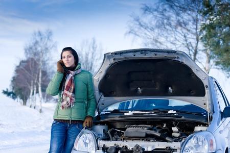 voiture d'hiver ventilation - femme appel à l'aide, l'assistance routière