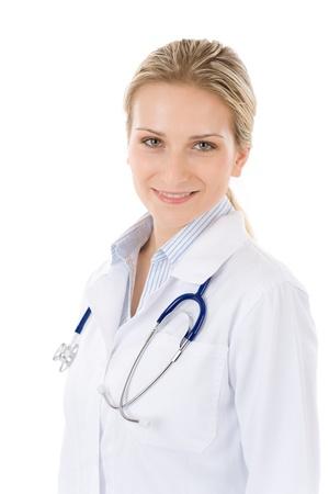 lab coat: Ritratto di giovane dottoressa con stetoscopio su bianco