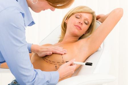 beaux seins: Chirurgie plastique tirage en ligne f�minine m�decin du patient d'augmentation des implants mammaires
