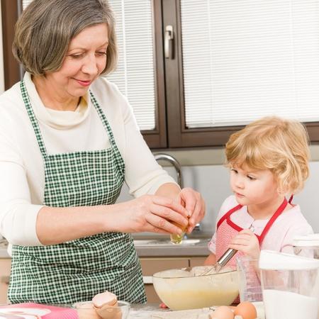 С бабушкой на кухне 16 фотография