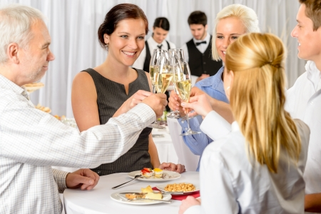 Business partners toast champagne bedrijfsevenement viering succes