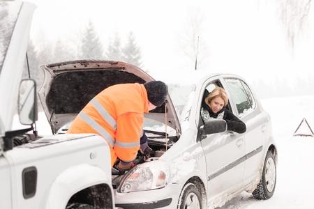 ropa de invierno: El hombre la reparaci�n de la mujer
