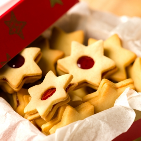 Christmas cookies star in red decoration box Xmas can Stock Photo - 22396477
