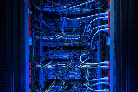 rack de serveur vue arrière à la connexion des prises de courant Banque d'images