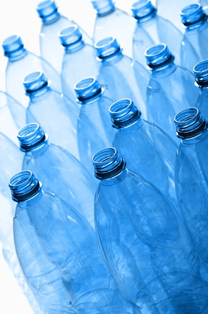 botellas vacias: grupo de botellas de plástico vacías Foto de archivo