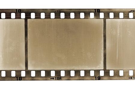 viejo marco rayado de la película de 35 mm, aislado en blanco Foto de archivo