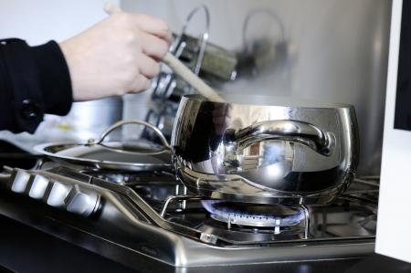 鍋鍋とストーブの上 写真素材