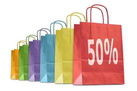 白で隔離される割引のアイコンが付いたカラフルなショッピング バッグ
