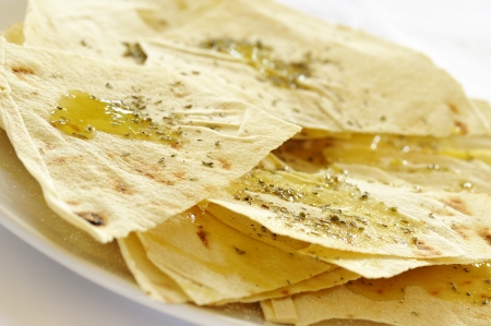 オリーブ オイルとスパイス、サルデーニャの典型的なパン生地 写真素材